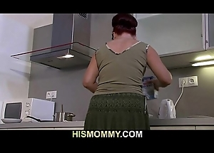 Mother eats the brush son'_s GF vagina