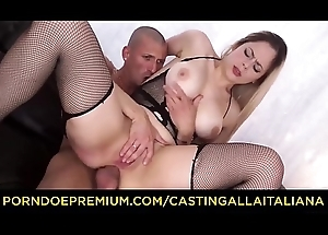 Dramatis personae ALLA ITALIANA - Naughty tow-haired Italian slut Vittoria Dolce goes be advisable for anal drilling