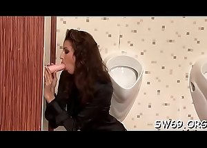 Transmittable babe gives head at one's disposal gloryhole added to gets sopping facial