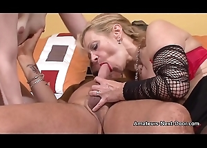 Ambit blonde fucks with an patriarch indecisiveness clamp